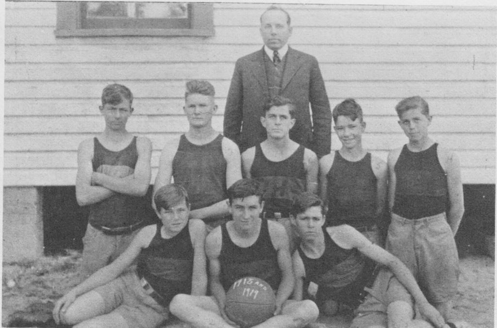 ZHS basketball yeam 1919